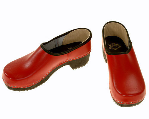 Clogs closed red / black sole