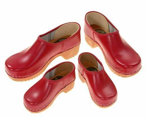 Clogs closed red