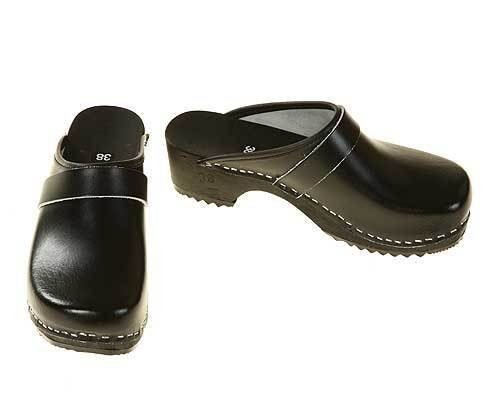 Wooden clogs black / black sole