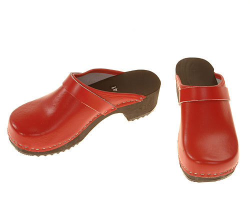 Wooden clogs red / black sole