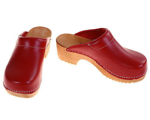 Wooden clogs red with pad