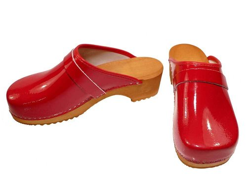 Patent leather Clogs red
