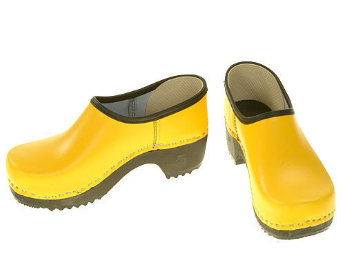 Clogs closed yellow